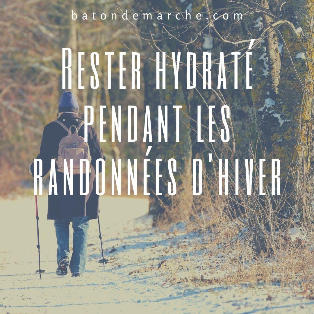 Rester hydraté pendant les randonnées d'hiver